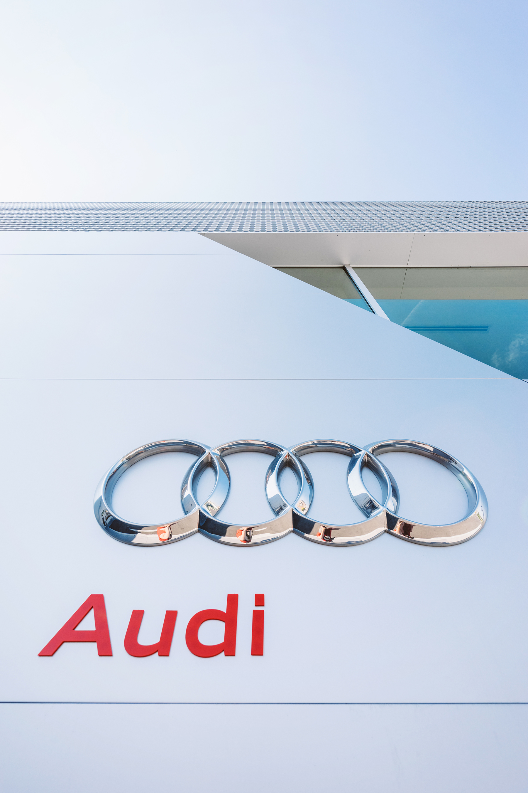 Architectural Photographer Scott Webb shoots the Exterior of Audi London