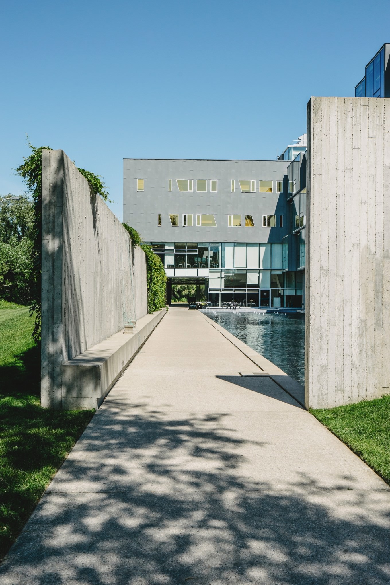 1 point perspective photo of architecture at Perimeter Institute Waterloo